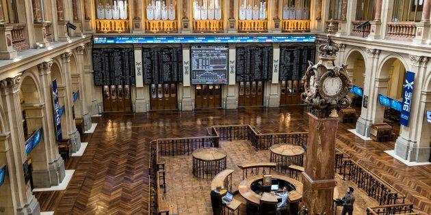 Fotografía del interior del Palacio de la Bolsa de Madrid, situado en la capital