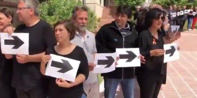 Trabajadores de RTVE le enseñan la salida al presidente José Antonio