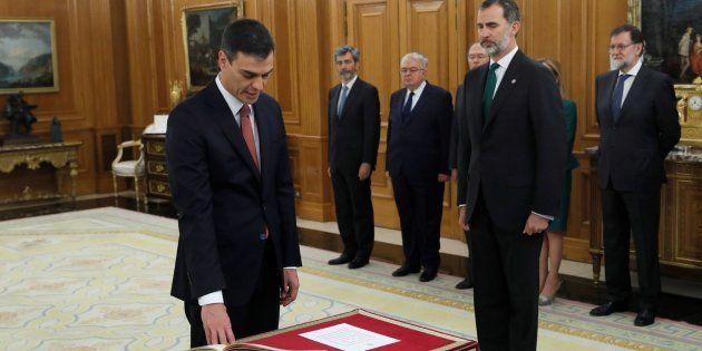Pedro Sánchez promete ante el rey su cargo como