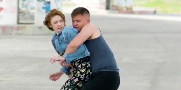 Un vídeo de autodefensa para mujeres arrasa en las