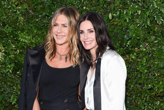 Aniston y Cox en una cena benéfica organizada por