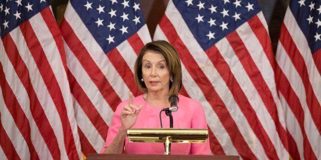 La líder de minoría de la Cámara de Representantes, Nancy Pelosi, en la rueda de prensa tras los resultados...