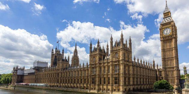 La Cámara de los Comunes y el Palacio de Westminster, en una imagen de