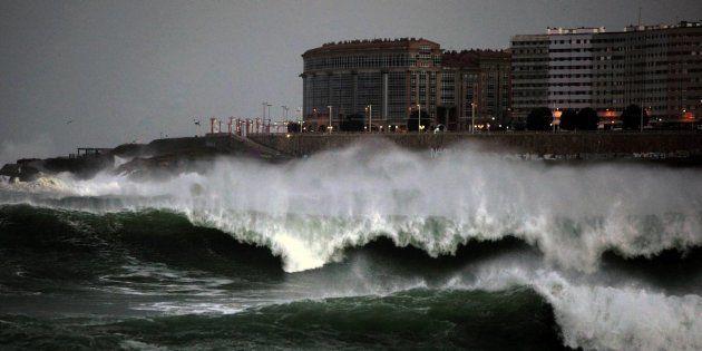 Oleaje en la costa de A Coruña, en una imagen de