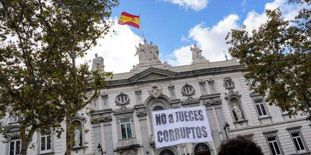 Protesta ante el Tribunal Supremo, el pasado 7 de noviembre, tras la decisión sobre el impuesto sobre...
