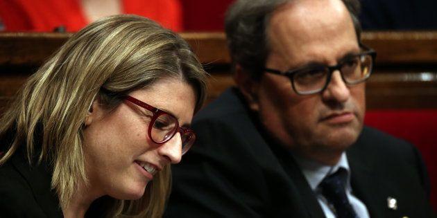 Elsa Artadi, con Quim Torra al fondo, esta primavera en el Parlament