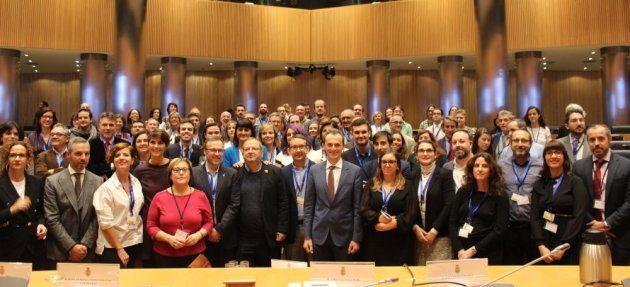 Científicos, diputados y el Ministro de Ciencia, Innovación y Universidades en la sala Ernest Lluch del...