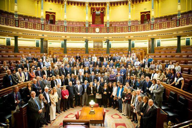 Científicos, diputados y la presidenta del Congreso Ana Pastor en el Hemiciclo del Congreso de los Diputados....