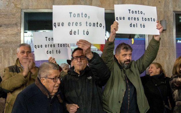 Protesta contra Dani Mateo ante el teatro en el que actuaba en Ciudad