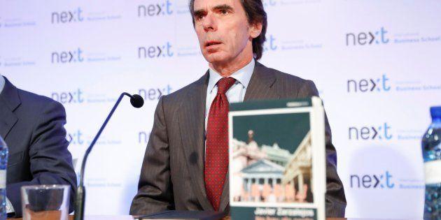 El tuit de 'El Mundo Today' sobre Aznar y la bebida que provoca el cachondeo general en