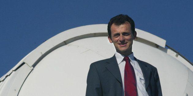 El astronauta Pedro Duque posa en el Observatorio Astronómico de Mallorca en mayo de