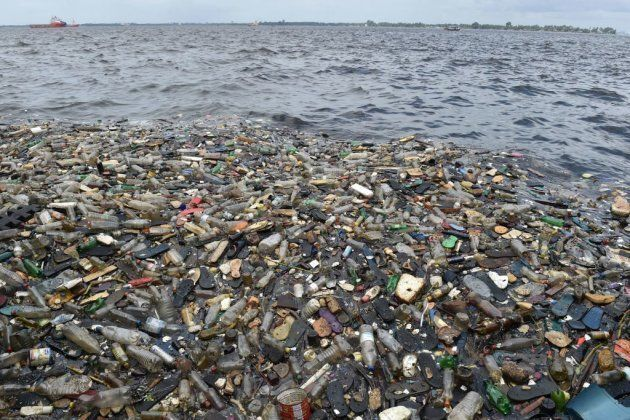 Cinco mentiras y cinco verdades sobre el plástico que destruye los