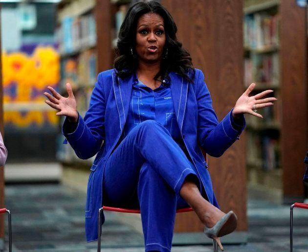 Michelle Obama durante una charla en un colegio