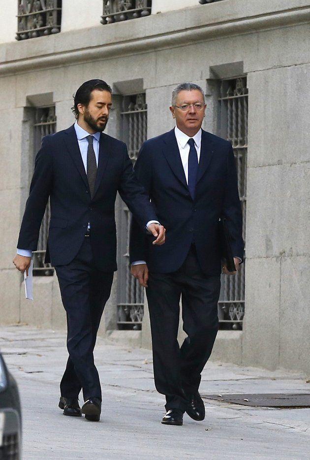 Alberto Ruiz-Gallardón, llegando a la