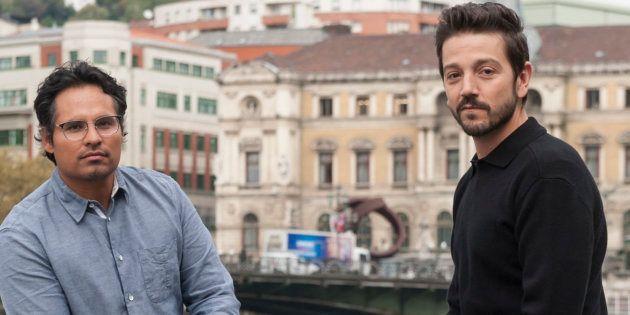Michael Peña y Diego Luna, en Bilbao durante la presentación de 'Narcos