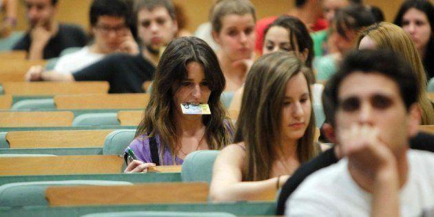 Un grupo de estudiantes, preparados para la prueba de la EBAU, en una imagen de