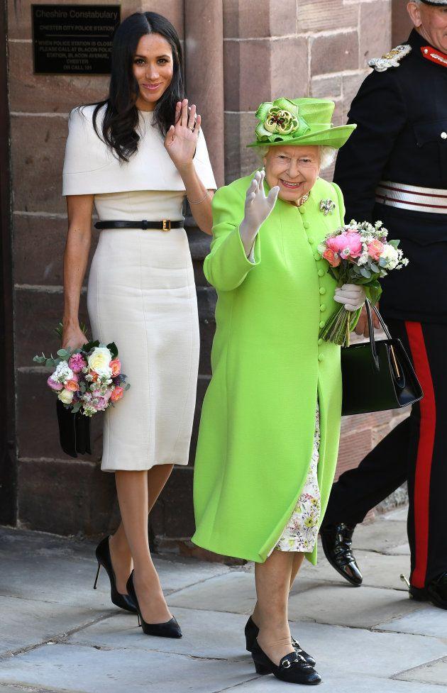 Meghan Markle en el primer acto oficial en solitario de la duquesa de Sussex junto a la reina Isabel
