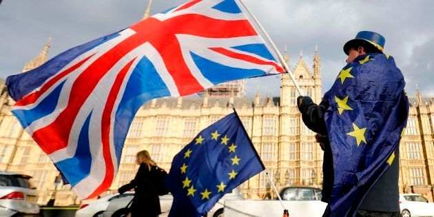 Partidarios de quedarse en la UE se manifiestan frente al Parlamento