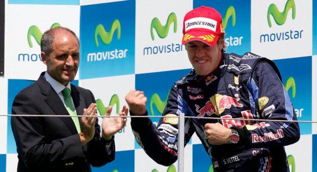 El piloto Sebastian Vettel, con Francisco Camps tras ganar una de las