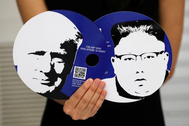 Las imágenes de Trump y Kim que se ha dado a los periodistas como parte del kit para cubrir estos