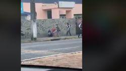 Un hombre pega a una mujer en plena calle en Perú y termina recibiendo una
