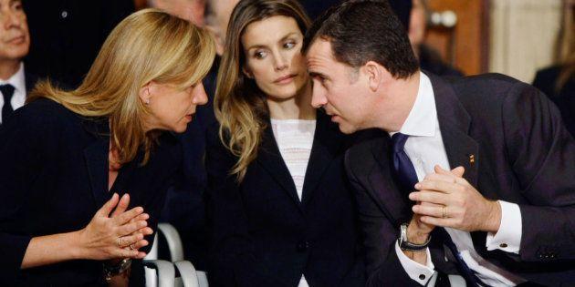 Los Reyes charlan con la infanta Cristina en una imagen de