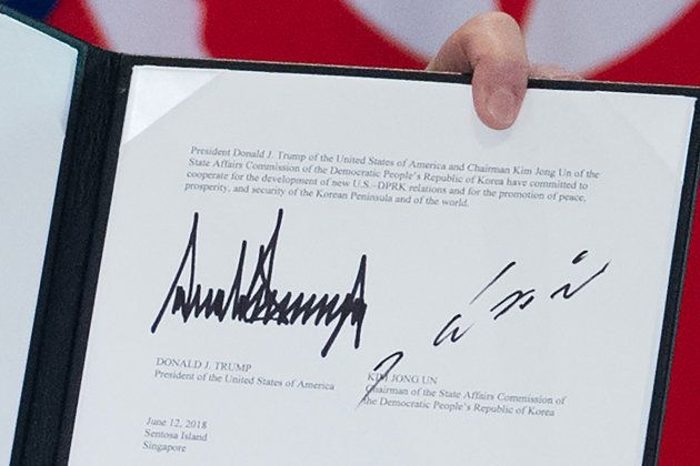 Las firmas de Trump y Kim Jong-Un en el documento aprobado este