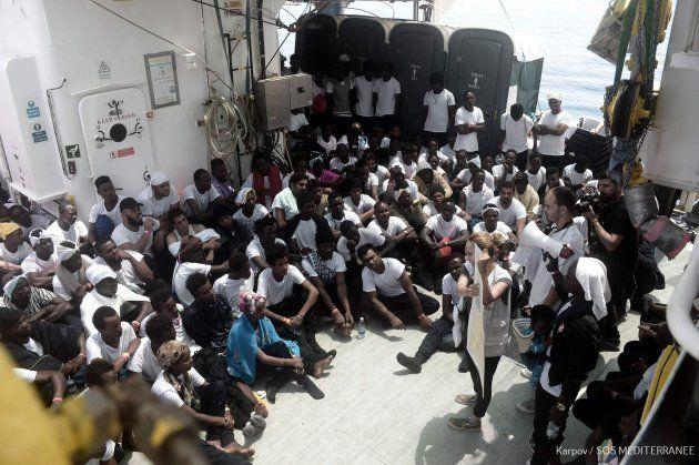 Migrantes en la cubierta del