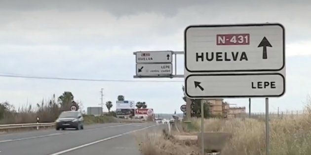 La policía local de Lepe (Huelva) detiene a un vecino por cambiar las marcas viales de una