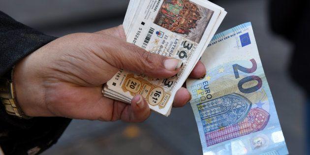 Telecinco cabrea a los independentistas catalanes por ilustrar con el 155 un reportaje sobre la Lotería...