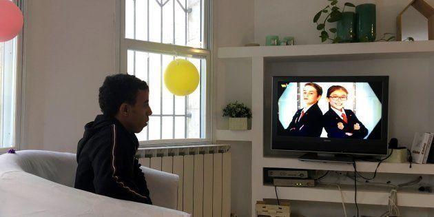Daniel, un joven de 19 años, hijo de un rabino, en su casa de acogida en
