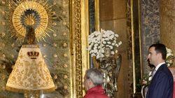 La Virgen del Pilar luce un manto de Falange la víspera del