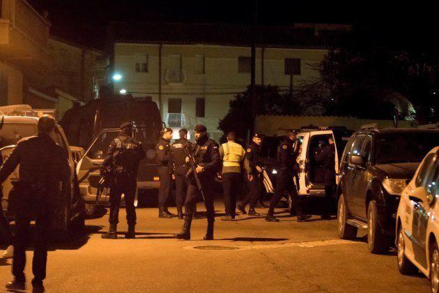 El operativo desplegado por la Guardia Civil busca al individuo que ha asesinado a al menos tres personas...
