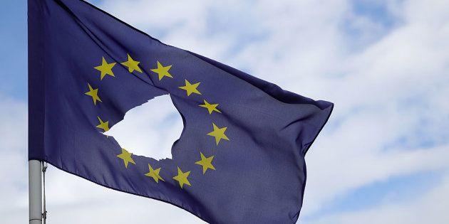 Una bandera rota de la