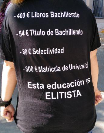 Una joven triunfa con la camiseta que llevó a la