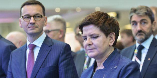 El nuevo primer ministro de Polonia, Mateusz Morawiecki, con la vice primera ministra, Beata