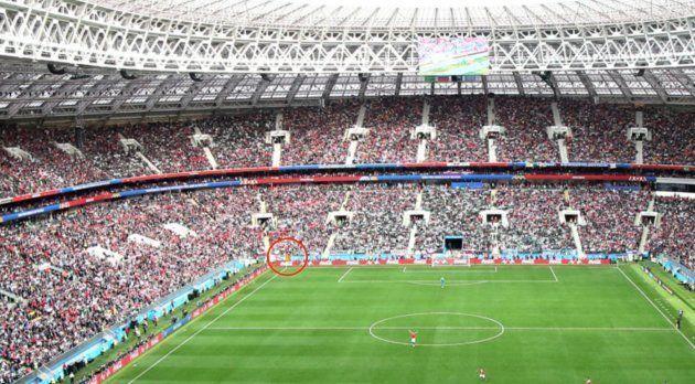 Una estelada se 'cuela' en el partido inaugural del Mundial de Rusia