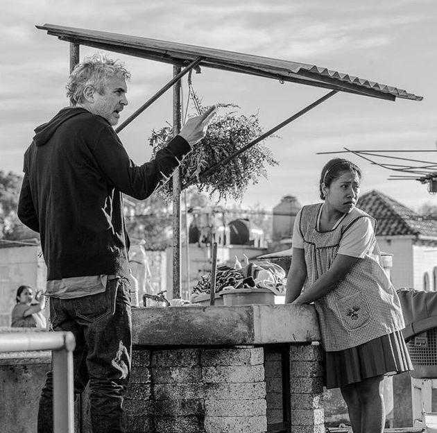 Alfonso Cuarón y Yalitza Aparicio en el rodajo de 'Roma'. Instagram: Romapelicula/