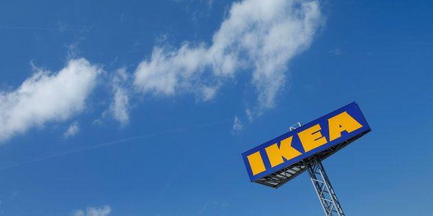 Logotipo de una tienda de Ikea en Voesendorf, Austria, en una imagen de