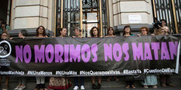 Concentración en la Plaza de España de Zaragoza en contra de la violencia