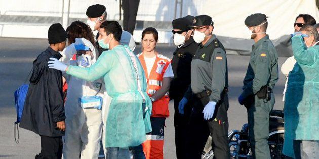 El Gobierno amplía a 45 días el permiso de estancia para los migrantes del