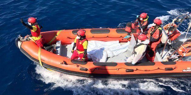 Italia se hace cargo de 41 inmigrantes del buque estadounidense