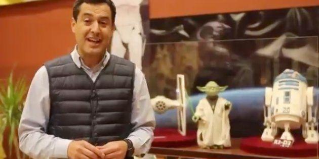 Juanma Moreno, en Rute, ante los Yoda y R2-D2 de