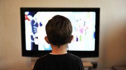 Atracón de alimentos procesados en los anuncios de televisión