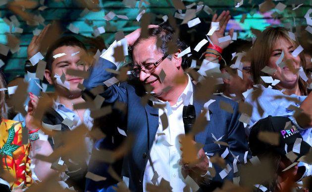 El opositor Gustavo Petro también celebra su