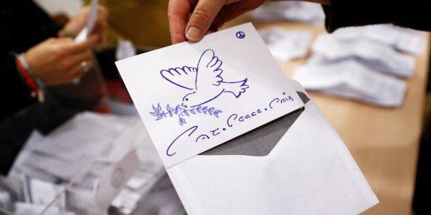 Cartas al presidente, punk-rock y palomas de la paz entre los votos nulos del