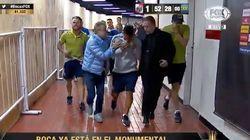 Lanzan piedras y gas pimienta al autobús de Boca Juniors a la llegada al estadio de River