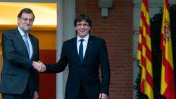 Puigdemont propone a Rajoy reunirse fuera de