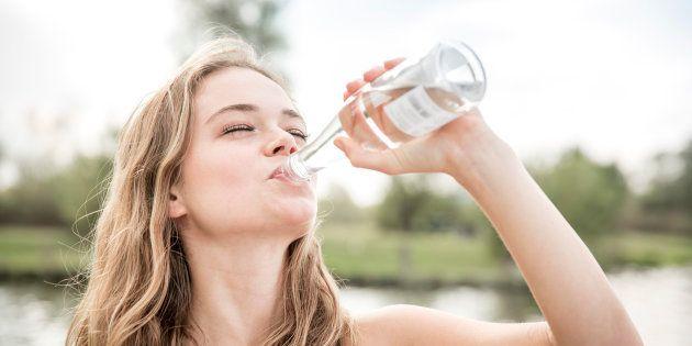 Cómo, cuánto y por qué hay que beber agua: las claves para mantenerse bien