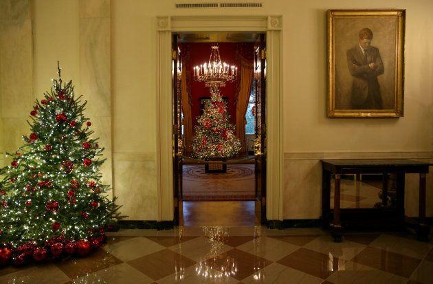Vista general de la decoración navideña en la Casa